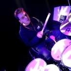 Andreas bakom trummorna